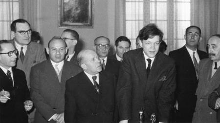 Auf einer Gedenkfeier in Warschau, 1960er-Jahre