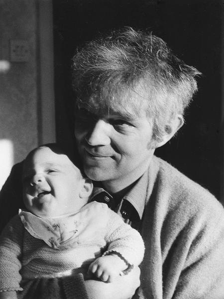 Thomas Harlan mit seinem Sohn Chester, 1972
